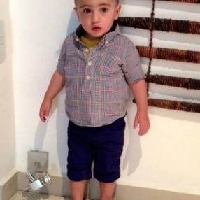 Camisa y pantalones de Baby Gap. Mocasines de Mini Burbujas.
