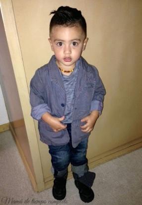 Saco de Chicco. Playera, jeans y botas de Baby Gap.